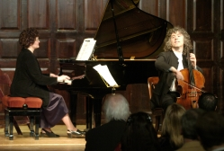 Rena Fruchter and Steven Isserlis perform at The Players benefit in 2005