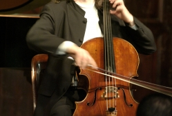 Steven Isserlis performs at The Players  in New York, 2005